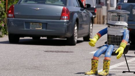 Hitchhiking Robot's Cross-Country Trip in US Ends in Philly | INTRODUCTION TO THE SOCIAL SCIENCES DIGITAL TEXTBOOK(PSYCHOLOGY-ECONOMICS-SOCIOLOGY):MIKE BUSARELLO | Scoop.it