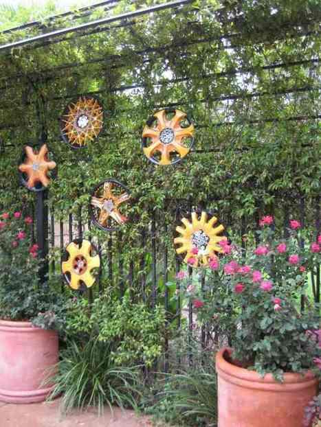 Comment décorer sa clôture de jardin en objets récup- 20 idées | Habitat extérieur | Scoop.it