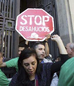 Rajoy se compromete a un acuerdo con el PSOE para paliar los desahucios   Commercial evictions   Scoop.it