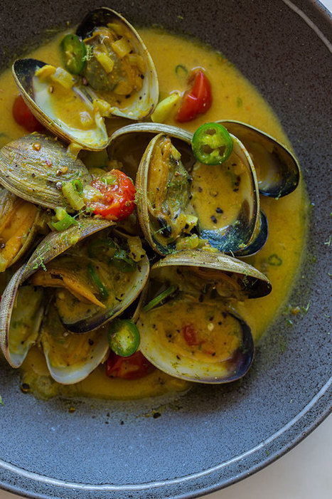 Cocnut & Green Curry Steamed Clams recipe | À Catanada na Cozinha Magazine | Scoop.it