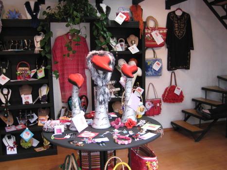 Guardarropa por Monica Koppel para mae accesorios | accesorios, bolsas, zapatos, ropa, carteras, libretas....productos artesanales y asociados al aspecto holístico | Scoop.it