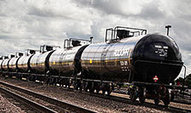 Shipping Crude Oil by Rail: A New Front in the Tar Sands Wars by Jacques Leslie: Yale Environment 360   Current issues in geography   Scoop.it