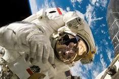 Luca Parmitano il primo italiano a passeggiare nello spazio - diretta streaming   ToxNetLab's Blog   Scoop.it