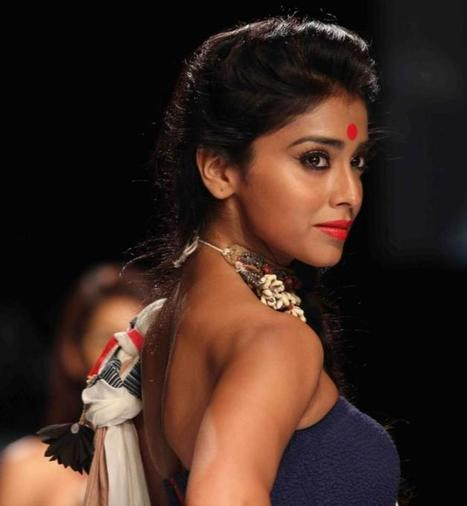 Shriya Saran Sizzles On Ramp At Lakme Fashion Week 2013 | Indian Lifestyle And Fashion | Scoop.it