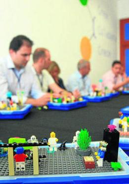 Piezas de Lego entre empresarios | LEGO SERIOUS PLAY & tuXc Coaching | Scoop.it
