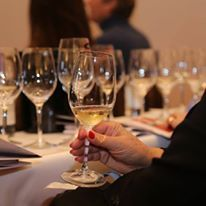 Le chiffre du jour : Pour 63 % des jeunes, le vin s'apprend en famille.   Vos Clés de la Cave   Scoop.it