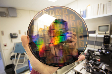 IBM builds graphene chip that's 10,000 times faster, using standard CMOS | #Innovation | Scoop.it