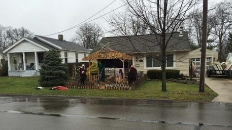 Sycamore Township orders 'Zombie Nativity' removed from man's lawn | Vloasis humor | Scoop.it