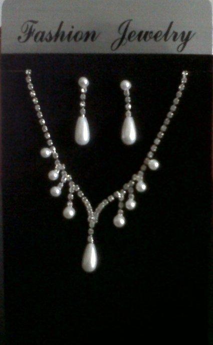Parure de bijoux strass et perles de mariage | Jessie | Scoop.it