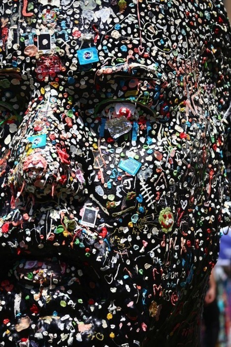 Sticky Art – A Giant Human Head Covered in Thousands of Pieces of Used Chewing Gum | INTRODUCTION TO THE SOCIAL SCIENCES DIGITAL TEXTBOOK(PSYCHOLOGY-ECONOMICS-SOCIOLOGY):MIKE BUSARELLO | Scoop.it