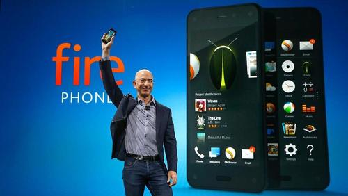 Seattlites Standing in Line for Amazon ties new 4.7-inch phone to its services