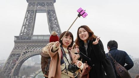 "Better than a museum ban: Let's follow selfie stick etiquette | Buffy Hamilton's Unquiet Commonplace ""Book"" 