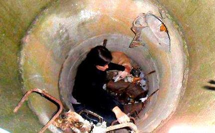 Brave Woman Descends Sewer for Trapped Homeless Dog | Compassion in Action | Scoop.it