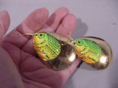 A-Luring Earrings Made from Spinners Rainbow Fish Bright Colors Pierced | Vintage Living Today For A Future Tomorrow | Scoop.it