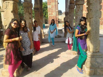 Desi Hot Group Photo Tourist Girls   Justhottest   Scoop.it