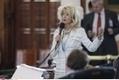 Une sénatrice du Texas parle pendant onze heures pour protéger l'avortement   A Voice of Our Own   Scoop.it