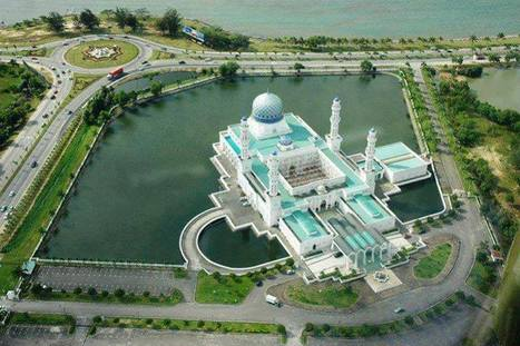 Beautiful Mosque in Malaysia | Get PNR Status | Scoop.it