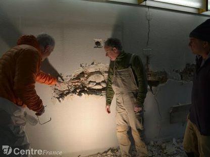 Une équipe d'archéologues scrute durant cinq jours les dessous du bâtiment, joyau de Brioude | Auvergne Patrimoine | Scoop.it