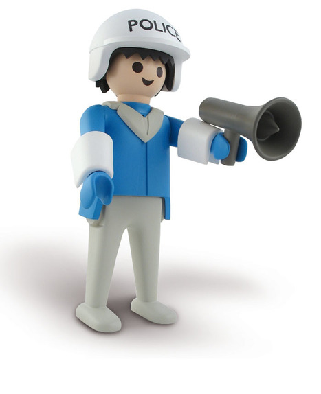 PLAYMOBIL POLICIER (24 cm) | Marie Leblon | All Geeks | Scoop.it