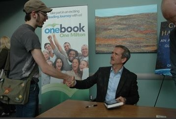 Chris Hadfield wows huge crowds at Milton library | More Commercial Space News | Scoop.it