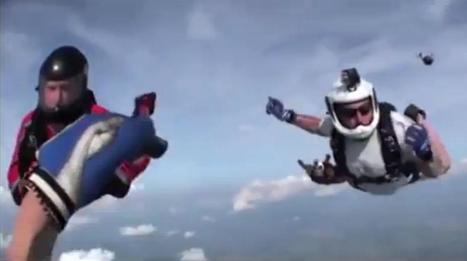 VIDEO. Il saute en parachute et s'évanouit, des camarades le sauvent | sautenparachute | Scoop.it
