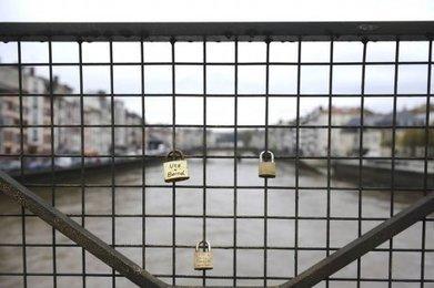 """Bayonne : comme à Paris, des """"cadenas d'amour"""" sur le pont du Génie   Les nouvelles de Julie   Scoop.it"""
