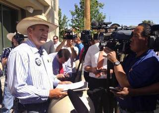 Rancher Cliven Bundy's family, supporters gather peacefully at Metro Police | Criminal Justice in America | Scoop.it