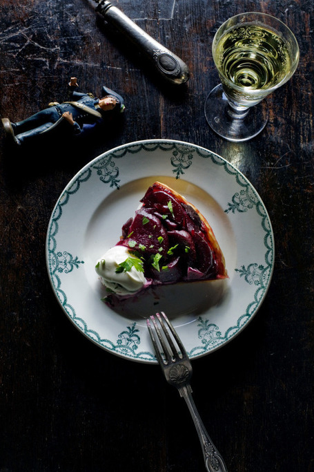 Caramelized beetroot tarte tatin | À Catanada na Cozinha Magazine | Scoop.it