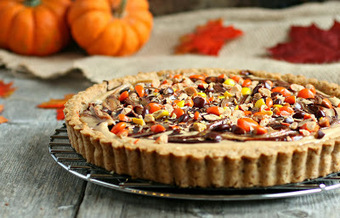 Hungry Couple: Reese's PB&C Pretzel Crust Pie #holidayfoodparty   Halloween Treats #HolidayFoodParty   Scoop.it
