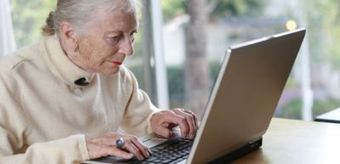 """How can older people improve their cognitive functions up to 25%? Study says: """"Use Facebook!"""" 