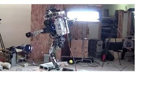 Le robot humanoïde Atlas arrive à se déplacer sur un terrain très accidenté | Science & Transhumanisme | Scoop.it