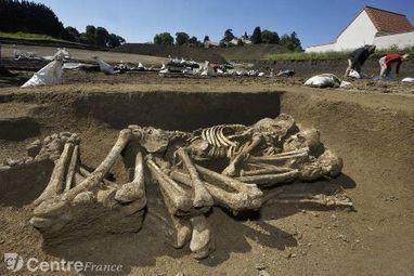 FRANCE : 36 sépultures du Néolithique mises au jour dans le Puy-de-Dôme | World Neolithic | Scoop.it