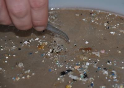 Wind pushes plastics deeper into oceans, driving trash estimates up | In Deep Water | Scoop.it