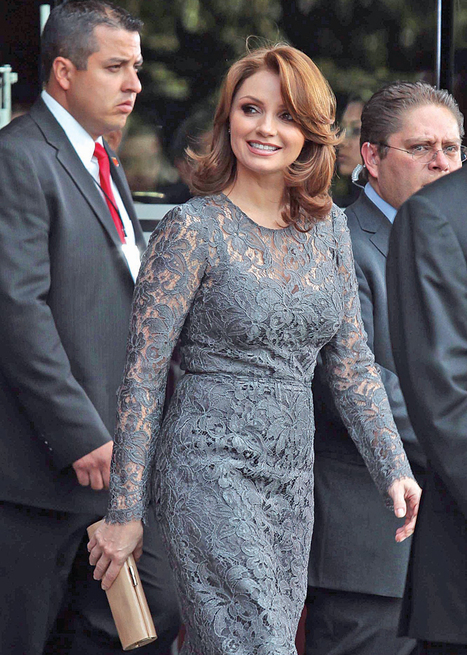 The Twin Reporter: Angelica Rivera DIF * La première dame du Mexique * The First Lady of Mexico   Bilingual News for Students   Scoop.it