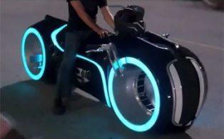 Electric Tron Lightcycle Is Street-Legal & Amazing [VIDEO] | kenkwl | Scoop.it