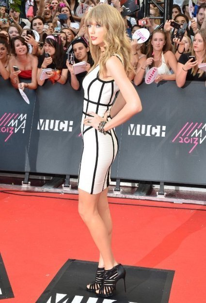 Taylor Swift Shows Curves in Herve Leger Dress | Celebrity Fashion News | Scoop.it