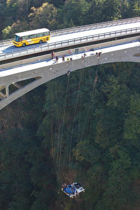 Extreme Hot Tubbing – A Jaccuzi Suspended From 600 Foot High Bridge | Tout sur le Tourisme | Scoop.it