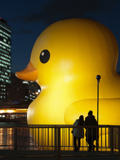 #Rubber duck has came #Osaka again, as a part of the illumination event, OSAKA HIKARI RENAISSANCE | What makes Japan unique | Scoop.it