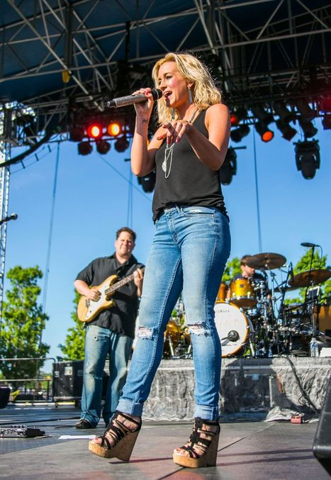 Kellie Pickler Performs at 2014 WYCD in simple jeans, wedges, black top and simple jewelry   Summer clothes   Scoop.it