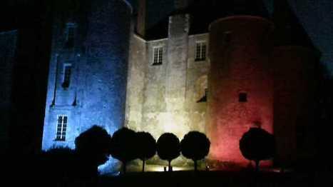 Loiret : le château de Meung-sur-Loire s'illumine en bleu blanc rouge | Actualité des monuments historiques en France | Scoop.it