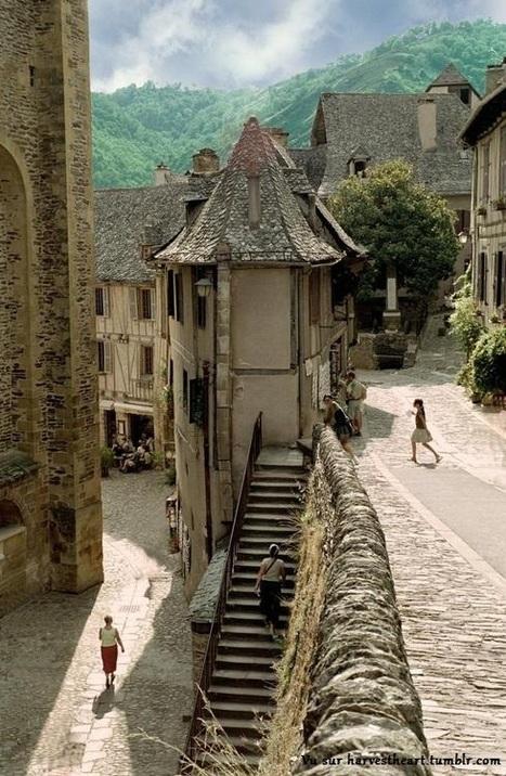 Conques : un superbe village médiéval de l'Aveyron | A visiter | Scoop.it