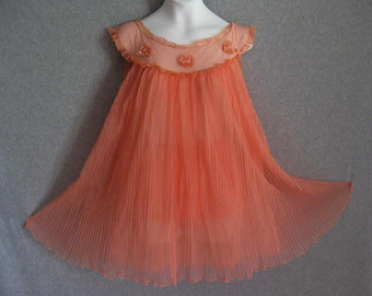 This Week's OMG Vintage Lingerie: A Peach Of A Babydoll Nightie Edition | Antiques & Vintage Collectibles | Scoop.it