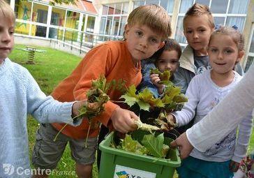 Les deux écoles maternelles de Bellac s'équipent d'un composteur ... - lepopulaire.fr | Composteurs | Scoop.it