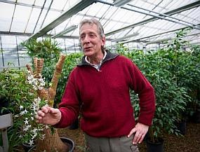 Vincent Normand, le floriculteur qui prépare les plantes de la ville | Cécile Andrzejewski | Scoop.it