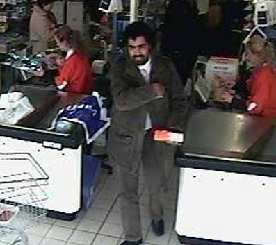 'Look into my eyes': Supermarket robber who hypnotises checkout girls to get the cash is hunted by Italian police | Strange days indeed... | Scoop.it