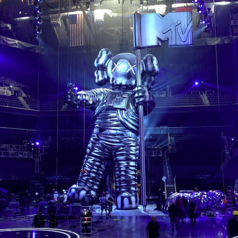 F@ck Miley Cyrus, the VMAs Leap Forward With Sculpture From Kaws | Best Urban Art | Scoop.it
