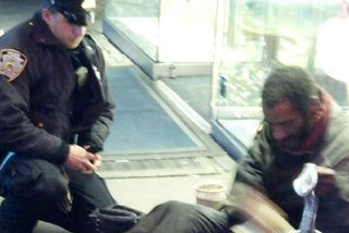 'It was like you gave him a million dollars': NYPD's officer's kindness to homeless man goes viral | Information Technology Learn IT - Teach IT | Scoop.it
