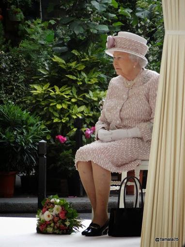 Pour les archéologues du futur : Photos de la Reine Elizabeth II à Paris le 7 juin 2014 | BLOG La faille spatio-temporelle de Tamala75 | Scoop.it