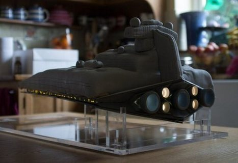 Epic Star Destroyer Cake with Working Lights | All Geeks | Scoop.it