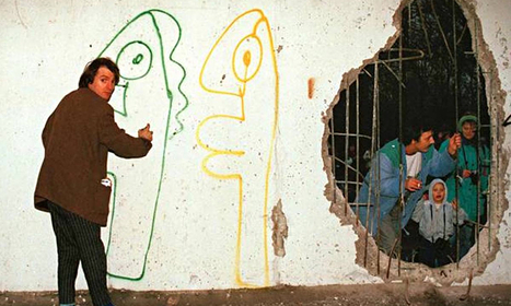 Thierry Noir: the first graffiti artist fired up by the Berlin Wall - The Guardian (blog) | Berlin-The Cold War years. | Scoop.it